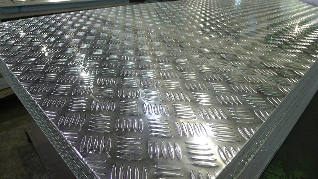 Lastre alluminio antiscivolo pannelli decorativi plexiglass for Costo ferro al kg 2017